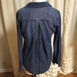 Chelsea & Violet Button Down Shirt Small